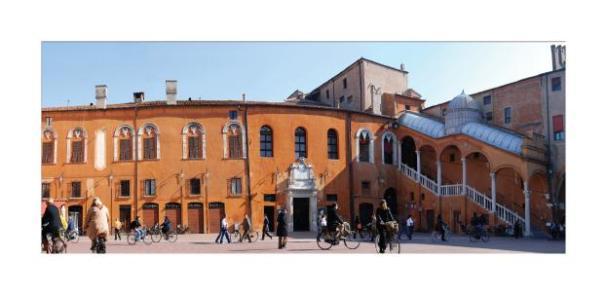 Cartolina- Ferrara Piazza Municipale 3