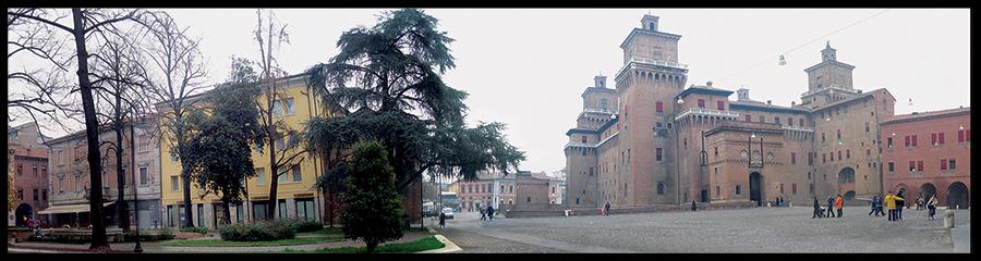 60×15 cm Panoramica del Castello Estense con la nebbia.